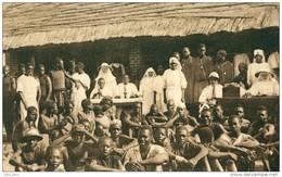 Congo . Dominicaines Missionnaires De NIANGARA .  Jeunes Hommes Au Dispensaire .  BELLE HELIOGRAVURE . - Belgisch-Congo - Varia