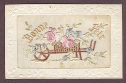 FANTAISIE - Carte Brodée (4) Bonne Fête Petite Charrette Small Cart En B.Etat - Brodées