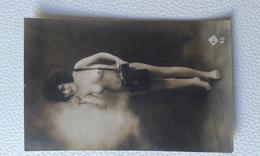 NU FEMININ EROTIQUE (PHOTOGRAPHE) Carte Photo Ancienne 13,5 X 9  Authentique,dos Vierge -  JB 60 - Nus Adultes (< 1960)