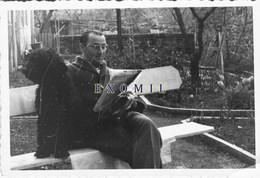 Caniche Chien Homme Qui Lit Journal 10x7cm    Photo Originale  Ancienne - Fotos