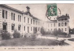 Carte Postale Ancienne De L'Yonne - Auxerre - Ecole Normale De Jeunes Filles - La Cour D'Honneur - Auxerre
