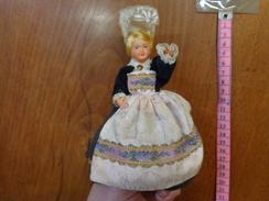 Lot De 6 Poupee Folklorique-(pour La Plupart Ancienne--- Region A Determiner-- - Dolls