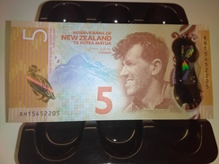 NEW ZEALAND 2016 5 DOLLARS P-NEW  RARE BANKNOTE LOC#1378 - Neuseeland