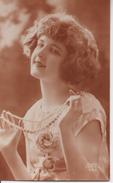 Vraie Photo Sépia . Femme Aux Perles - Women