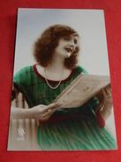 FANTAISIES  - FEMMES -  Portrait De Jeune Femme En Train De Lire - Women
