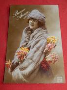 FANTAISIES  - FEMMES -  Portrait De Jeune Femme Au Manteau De Fourrure - Women