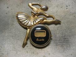 Pin's Décoration De Vetement: Belle Danceuse Avec Montre à Quartz (pile à Remplacer) - Zonder Classificatie