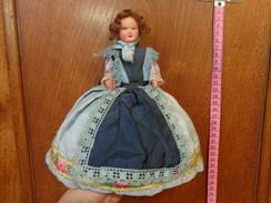 Lot De 6 Poupee Folklorique-(pour La Plupart Ancienne--- Region A Determiner- - Dolls