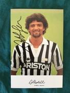 Fotografia Allegata A Hurrà Juventus Anni '80/90 Di Alessandro Altobelli Della Juventus Con Autografo Originale - Fútbol