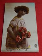 FANTAISIES - ENFANTS -  Jeune Fille Au Bouquet De Roses - Portraits