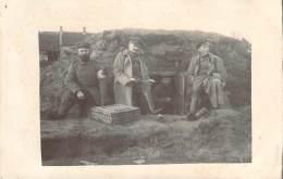 Belgique - Soldats Et Infirmiers Allemands Devant Un Abri Souterrain, Bataille Des Flandres Hiver 1914-15, Carte Photo - Altri