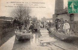 V5436 Cpa 49 Montjean - Inondations 1910 - Les Soldats Du 6e Génié Portent Secours Aux Habitants - France