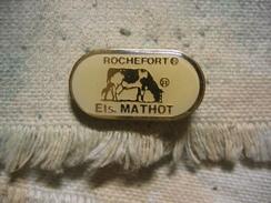 Pin's D'une Vache Des Ets MATHOT à Rochefort, Fabricant De Beurre Et Fromage En Belgique - Animaux