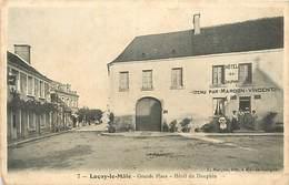 PIE-16-5243 :  LUCAY LE MALE. HOTEL DU DAUPHIN SUR LA GRANDE PLACE. TENU PAR MARDON VINCENT - Francia