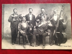 Troupe Figaro - Violon Guitare Et Violoncelle - Musique Et Musiciens