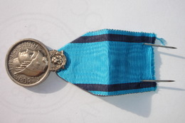 Médaille De La Jeunesse Et Sports Petite Rayure Au Dos Sinon Bon état. - Militares