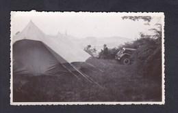 Photo Originale Monts Du Lyonnais Près Du Col De L' Yseron En Aout 1947 Tente Camping Voiture Peugeot 601 ? - Lieux
