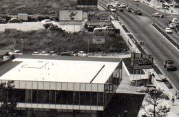 Venezuela. Caracas . Carte-photo.  Avenue Francisco Miranda. Station Esso, Concessionnaire Volkswagen. 1957 - Venezuela