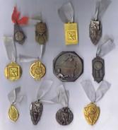 TENNIS DE TABLE, PING-PONG : Ensemble De 12 Médailles Des Années 1950 Toutes Différentes. - France