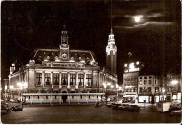 CHARLEROI (6000) : Hôtel De Ville Et Commerces, La Nuit. Vue Nocturne Peu Courante. CPSM. - Charleroi