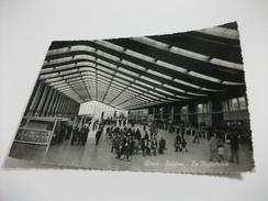 STAZIONE FERROVIARIA INTERNO ROMA LA BIGLIETTERIA - Gares - Sans Trains