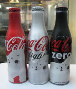 AC - COCA COLA BEAR ILLUSTRATED ALUMINUM EMPTY BOTTLES 3 PIECES SET & CROWN CAPS - Bottles