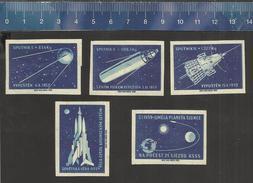 SPACE - SPUTNIK - ROCKET - ESPACE - KOSMOS - RAKET - RUIMTEVAART - RAUM - RARE  Czechoslovakian Matchbox Labels - Boites D'allumettes - Etiquettes