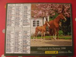 Calendrier Illustré En Carton De 1998. Almanach Des PTT Postes Facteur. Chien Cheval Poulain - Calendriers