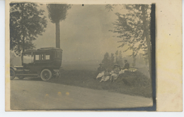 PHOTOS - AUTOMOBILES - DEBUT XXème - Belle Carte Photo Pique Nique En Famille Avec Automobile à Proximité (non Située) - Foto's