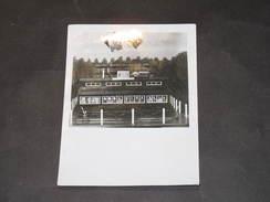 OREY-Edmond LANGENAEKEN - Photo D'une Maquette D'un Camp De Prisonniers WW2 Avec Photos Des Détenus - Guerre, Militaire