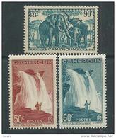 Cameroun N° 174 / 75 + 177  X  Partie De Série Courante , Les 3  Valeurs Trace De  Charnière Sinon TB - Cameroun (1915-1959)