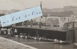 PARIS - Bateau - Lavoir Et Lavandières Sur La Seine   ( Carte-photo )  Rare - Other
