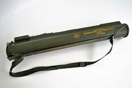 Militaria - LAUNCHER W/ROCK HEAT LAW 66MM MA - Decorative Weapons