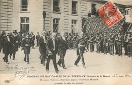 PARIS FUNERAILLES NATIONALES DE M. BERTEAUX MINISTRE DE LA GUERRE FALLIERES  LEPINE ET MOLLARD SUIVENT CERCUEIL - Unclassified