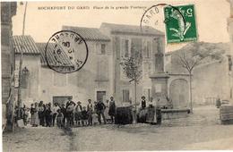 ROCHEFORT DU GARD // PLACE DE LA GRANDE FONTAINE ! Circulée - Rochefort-du-Gard