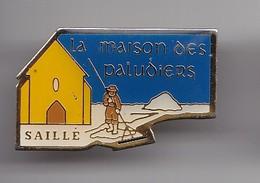 Pin's La Maison Des Paludiers Saille Dpt 44   Réf 5116 - Cities