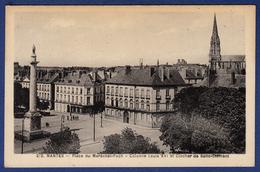 44 NANTES Place Du Maréchal Foch, Colonne Louis XVI Et Clocher De Saint-Clément - Animée - Nantes