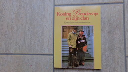 Koning Boudewijn En Zijn Clan Door Peter De Hoog, 131 Pp., Kapellen, 1986 - Livres, BD, Revues