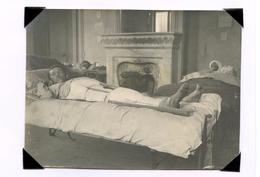 Photo  Blessé Aux Jambes  L'Ambulance 14 De Villers-Bretonneux 1914-18 - 1914-18