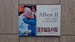 Albert II, Vorst, Vader En Grootvader Door Patrick Weber En Henri Van Daele, 135 Pp., Tielt, 2004 - Non Classés