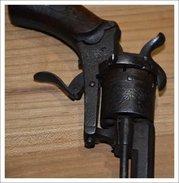 Petit Revolver Cartiuches A Broche Dans Son Jus Ressort Bloqué , Complet - Sammlerwaffen