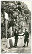 Menton .  La Frontière Italienne .  Douaniers Français Et Italiens .   SUPERBE  CPSM . - Menton