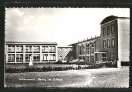 CPA Valkenswaard, Hertog Jan College, Automobiles Parken Vor Der Schule - Valkenswaard