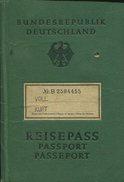 BUNDESREPUBLIK DEUTSCHLAND PASSPORT MUNCHEN HOMBRE  ALEMAN   ZTU. - Documenti Storici