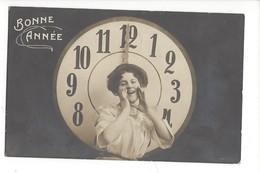 16107 -   Bonne Année  Horloge De Minuit Jeune Femme - Nouvel An