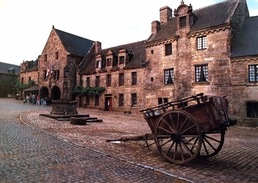 """# Locronan - La Place Aménagée Pour Le Tournage Du Film """"les Chouans"""" (octobre 1987) - Locronan"""
