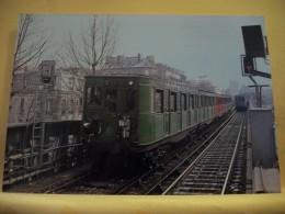 METRO 2013 - CPM - PARIS - RAMES SPRAGUE DU METRO PARISIEN. CROISEMENT DE 2 RAMES SPRAGUE ENTRE LES... LIGNE N° 2 NATION - Metropolitana, Stazioni
