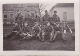 Foto Gruppe Deutsche Soldaten - Reichsarbeitsdienst - Rogätz - 2. WK - 8*5cm (26209) - Krieg, Militär