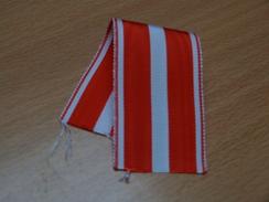 RUBAN  ANCIEN ETAT NEUF. CROIX DE LA VALEUR MILITAIRE. 14CM X3.8. - Badges & Ribbons