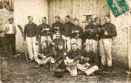 CPA Photo. Soldats En Train De Manger, Gamelles, Bonjour De 21 Bouclans. 1914. Verso Scanné. - War 1914-18